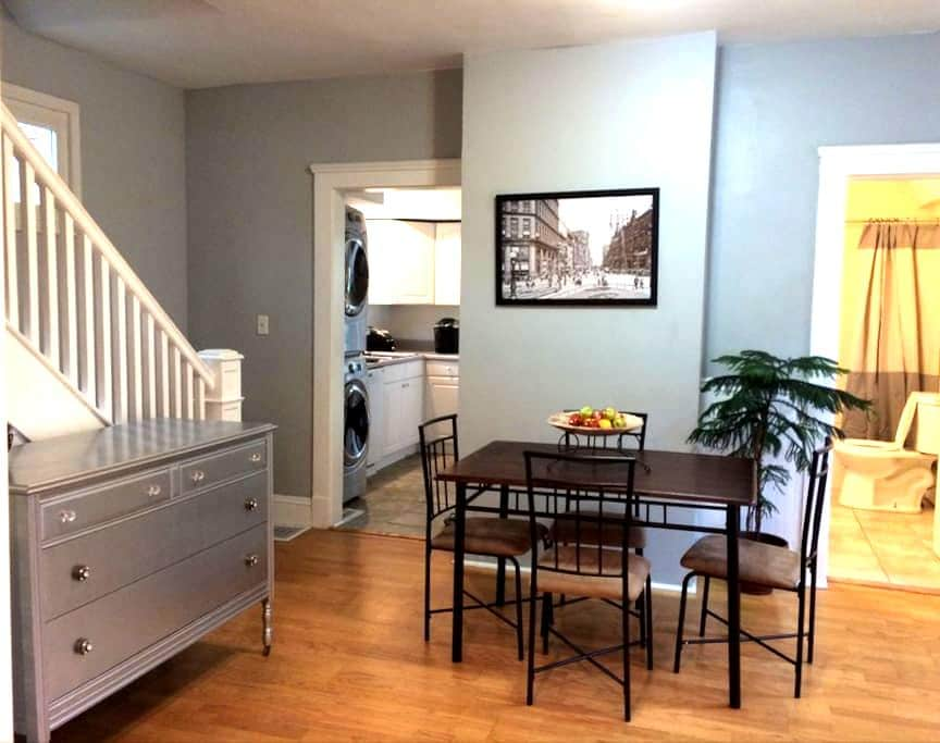 Historic 2BR Charm in Cleveland's Ohio City - Cleveland - Hus