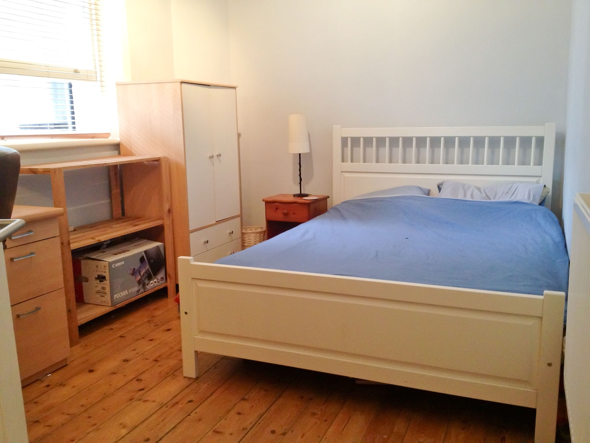 Lovely Double Room 2 mins to Tube