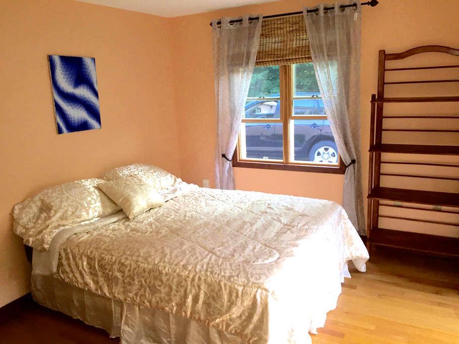Cute Room in Lakes Region - Quiet Location - Gilford - Ház
