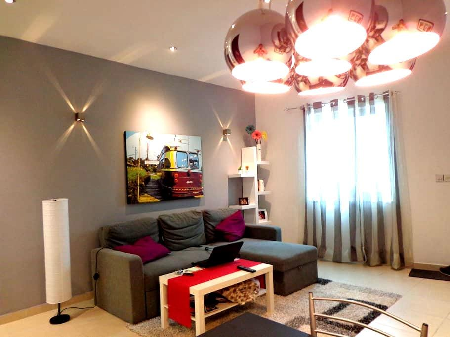 AMAZING APARTMENT & ROOM AVAILABLE - Ta Giorni - 公寓