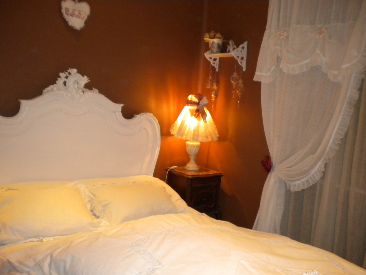 « Chambre romantique »  lit rocaille