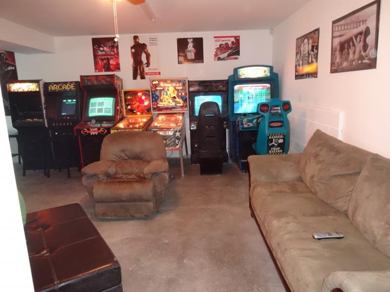 Big fun game room - free pay arcade