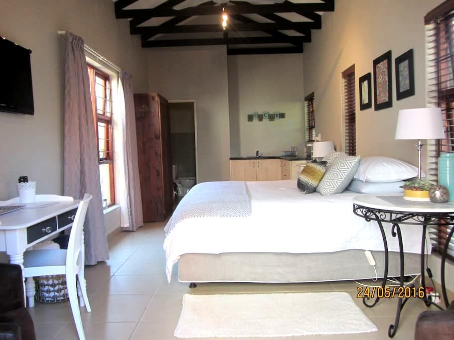 Beautiful, secure Estate cottage - Modderfontein
