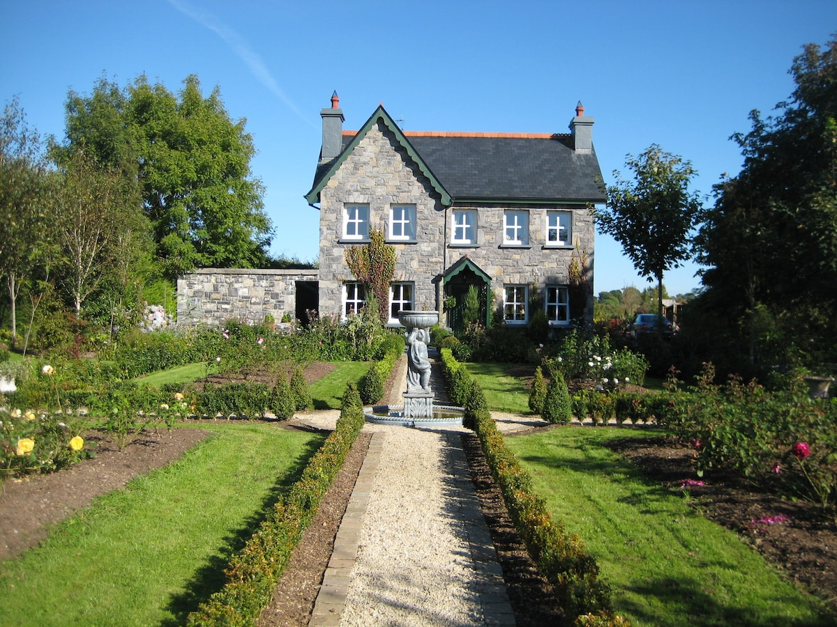 Beautiful Period Home Sleeps 10