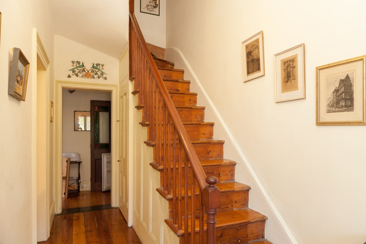 Entrance hall with staircase leading to sleeping area