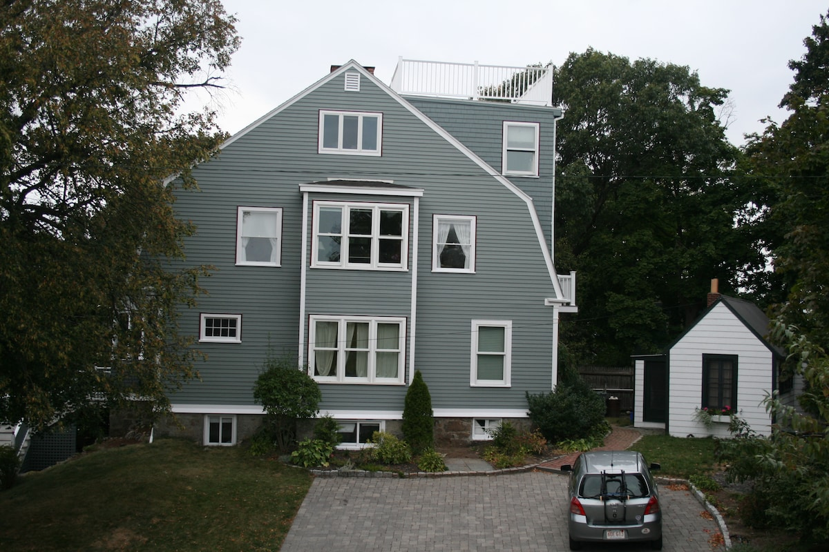 Next to owner's house at the end of a street that abuts a large park with a great view.