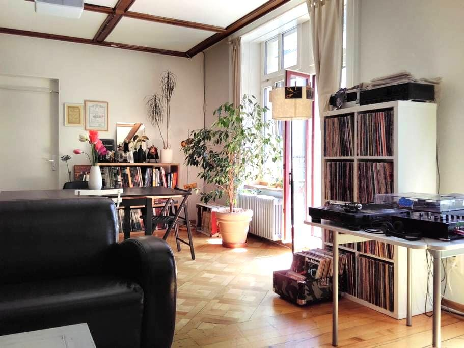 Calm and bright city-center flat with balcony - Bienne - Leilighet