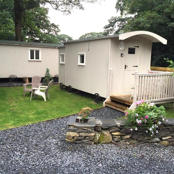 Woodman's Huts - sleeps 2 - Haverthwaite - Hut