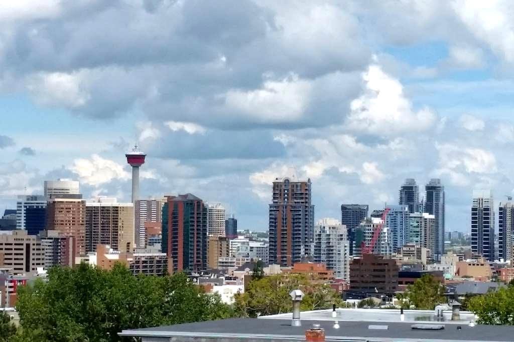 Top Floor of Coach House with beautiful views! - Calgary - Loft