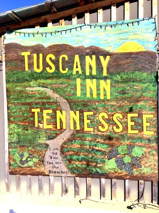 """""""Tuscany Inn Tennessee-Piccolo PH - Hickman - Bed & Breakfast"""