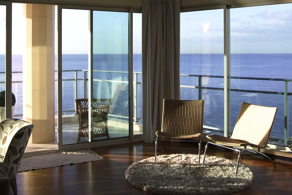 Oceanfront flat with balcony. w/ac. - Funchal - Daire