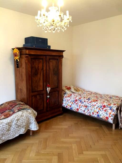 Spacieuse chambre à trois lits - Fribourg - Bed & Breakfast