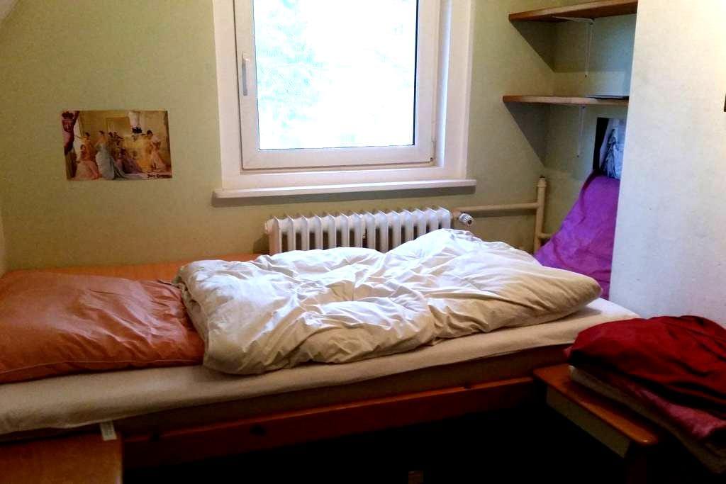 Room in-between nature - Kleinmachnow - Hus