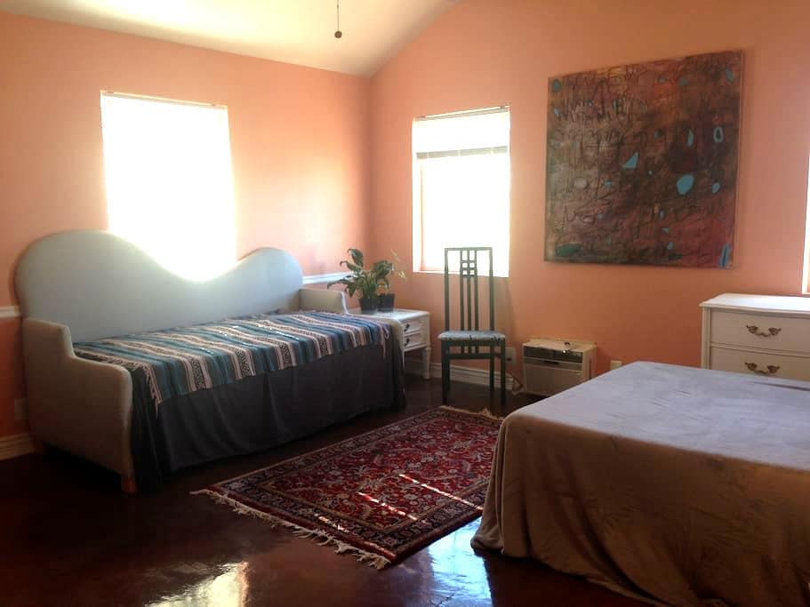 Private room memory foam bed - West Valley City - Willa