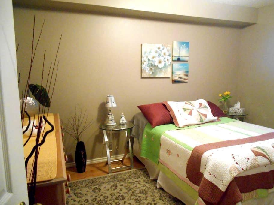 LOVELY spacious room near Edmonton - Sherwood Park