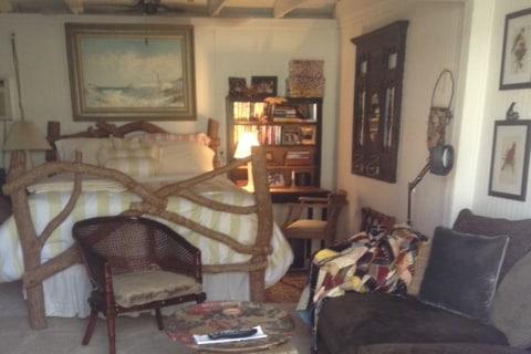 Queen bed, new luxury mattress.