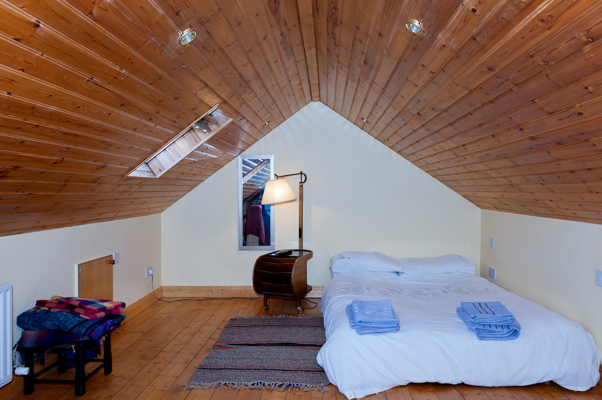 Attic Room with comfortable double futon