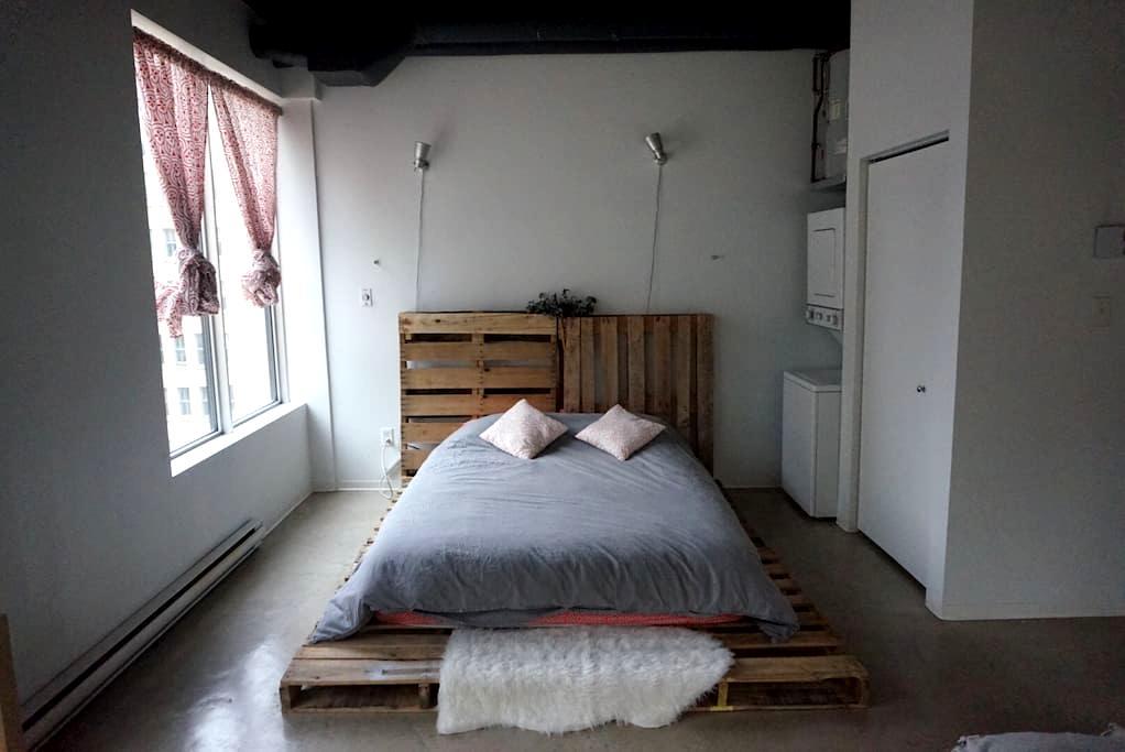 Beautiful modern minimalist loft! - Edmonton - Lägenhet