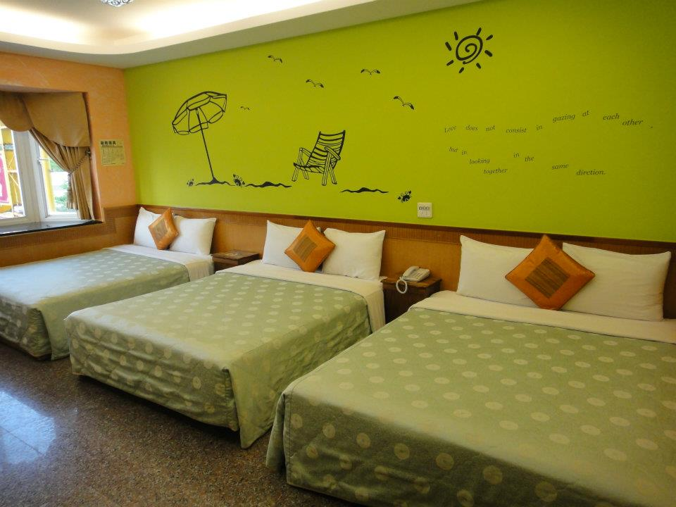 Main branch - Sweet green room for 6