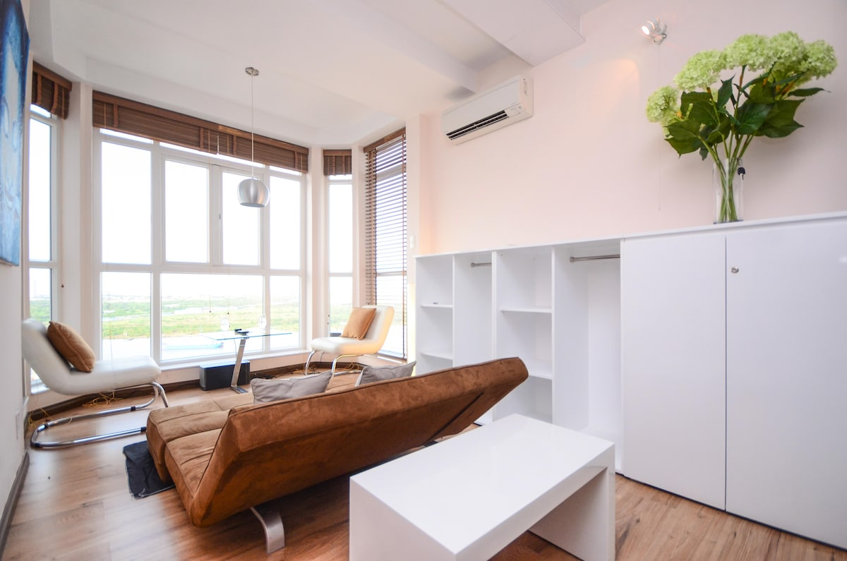 Sunroom ft. foldable sofabed -offers great view to Saigon River