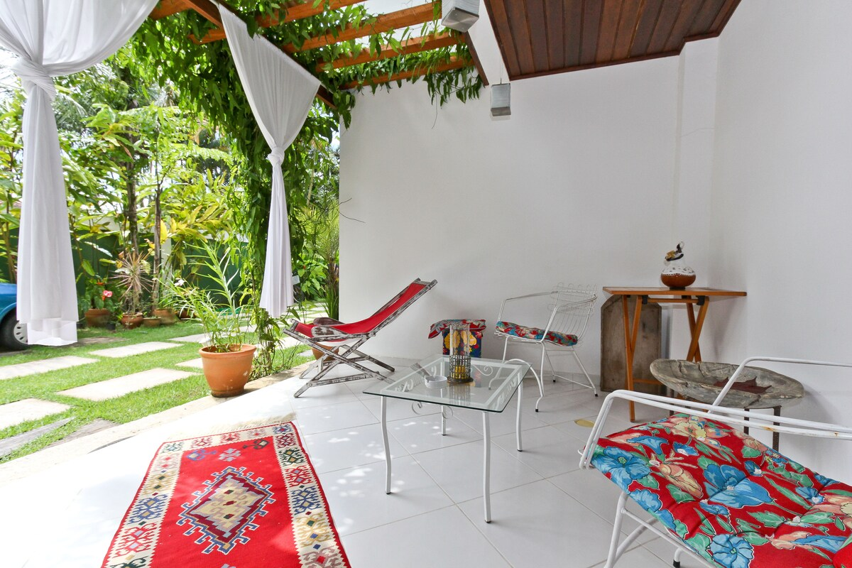 Porch and garden/ Varanda e jardim