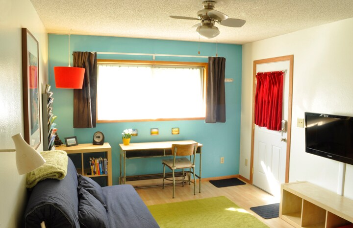 Your living room overlooking backyard, TV with tons of cable channels