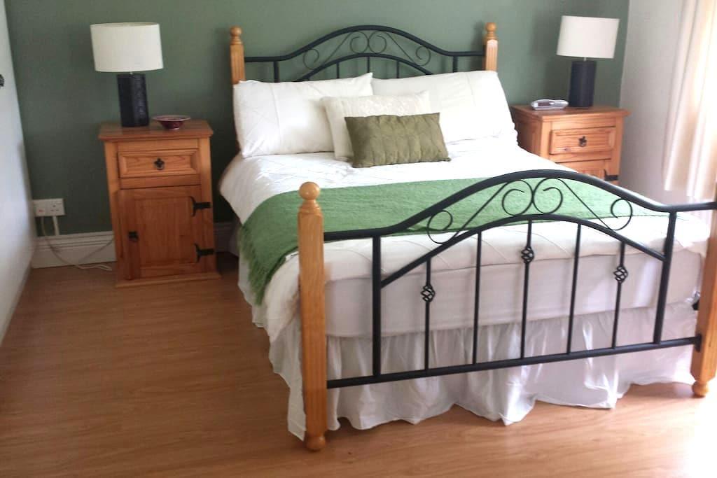 Bright and comfortable double room - Sligo - House