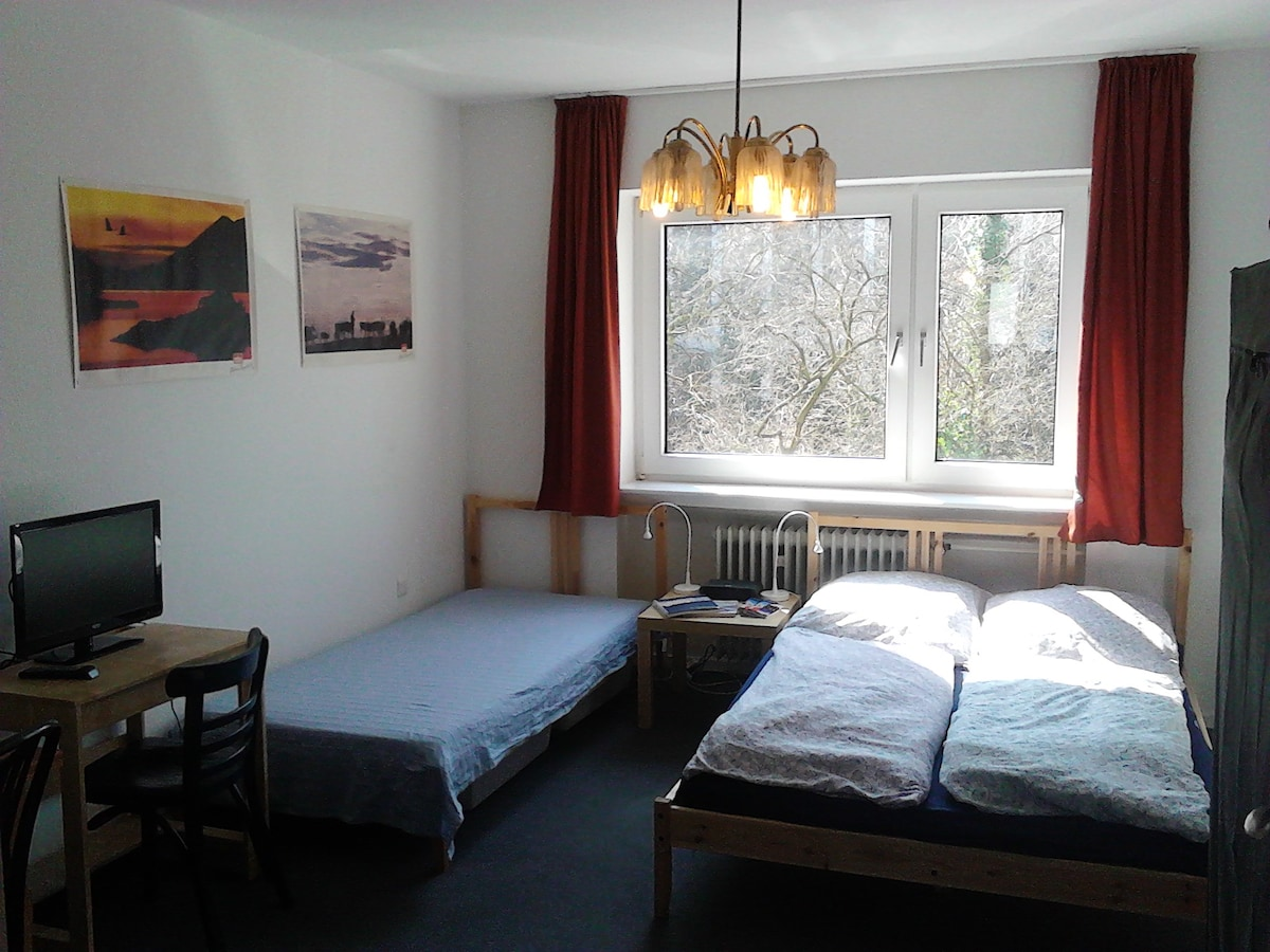 Cheap rooms in the trendy district