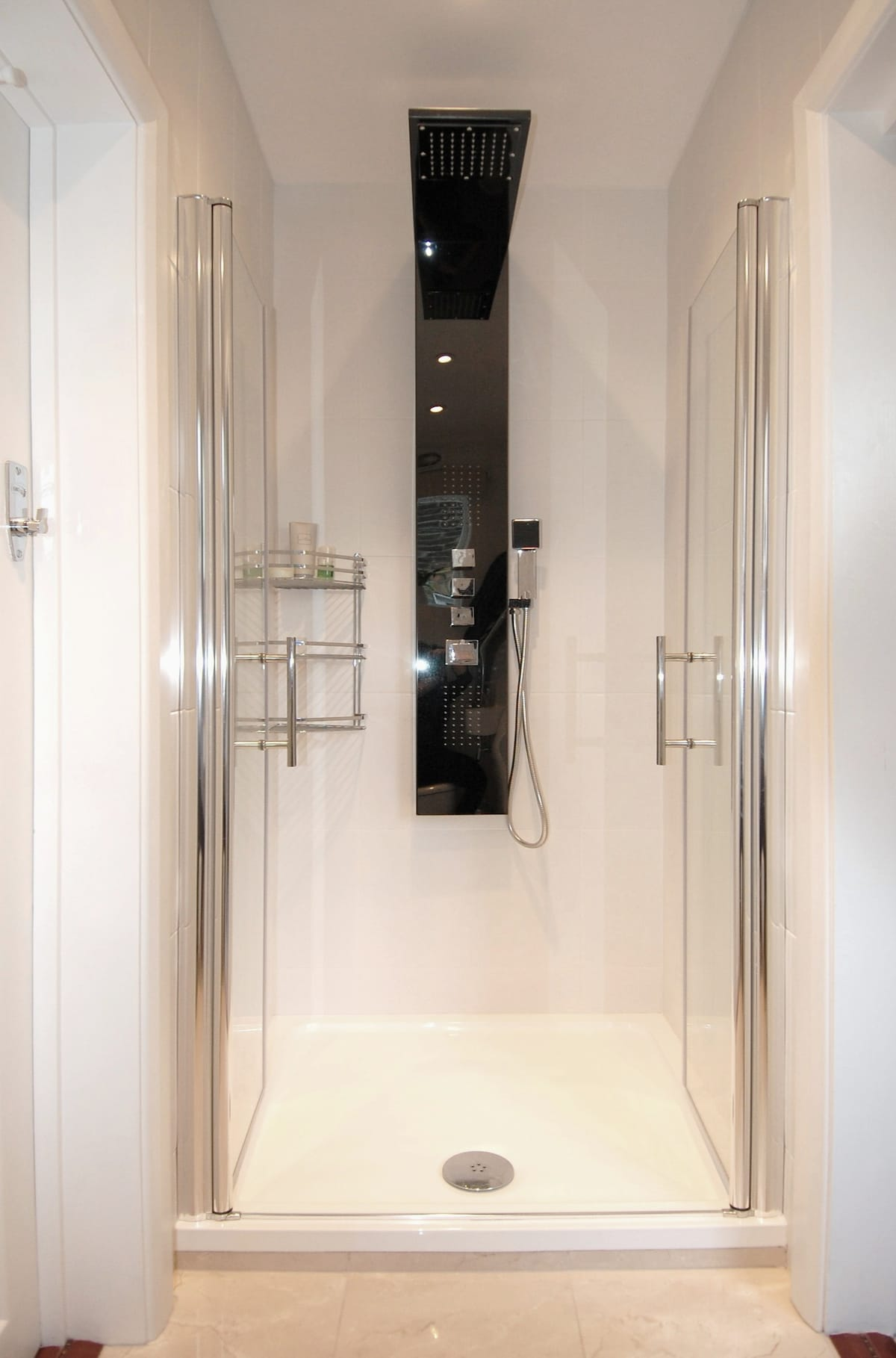 Central Modern High-Spec En-suite