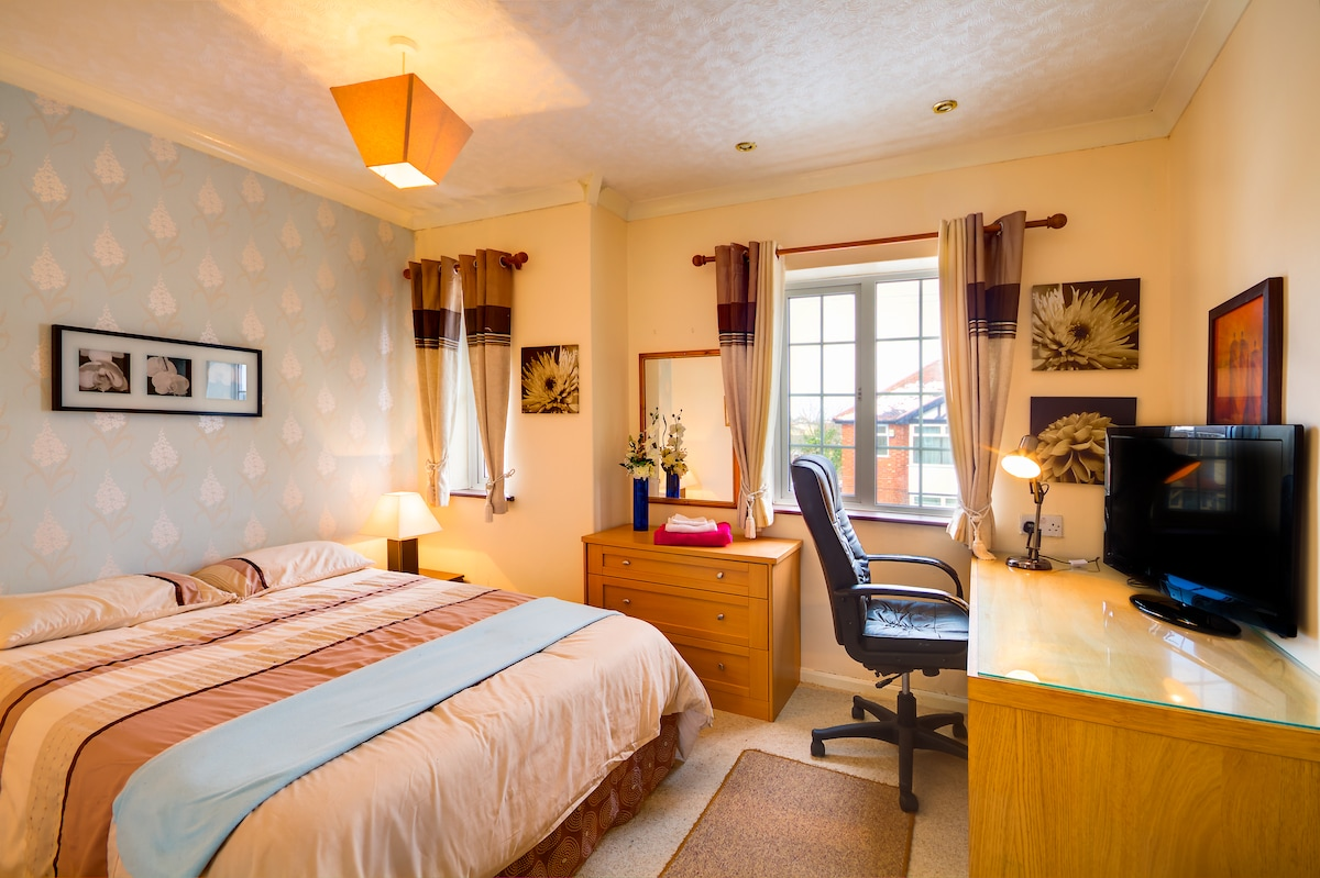 room no 1 large double room now available