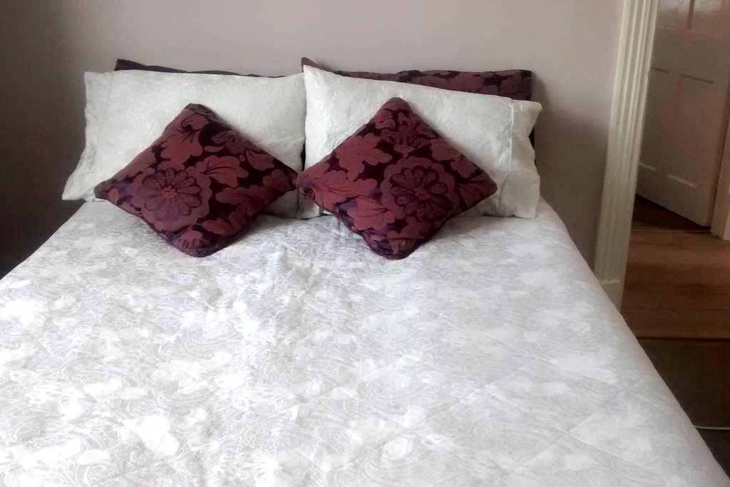 Cosy room in garden flat - Orpington