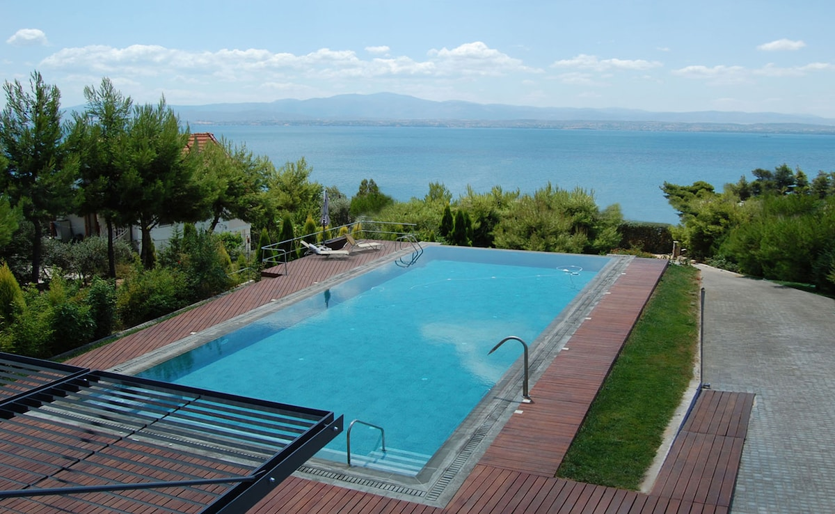 Sea&Pool House,1h drive from Athens