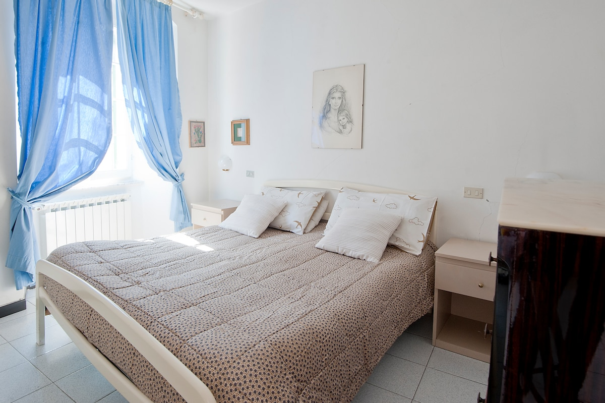 bedroom for 2 people