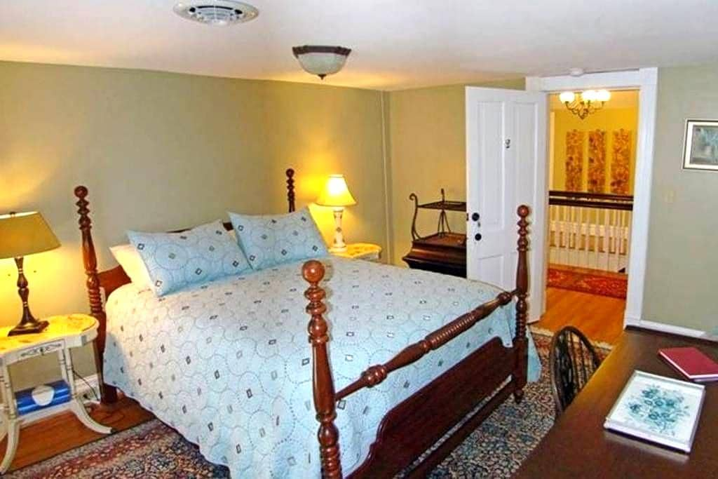 Private Room with Queen bed - Clifton Forge - Bed & Breakfast