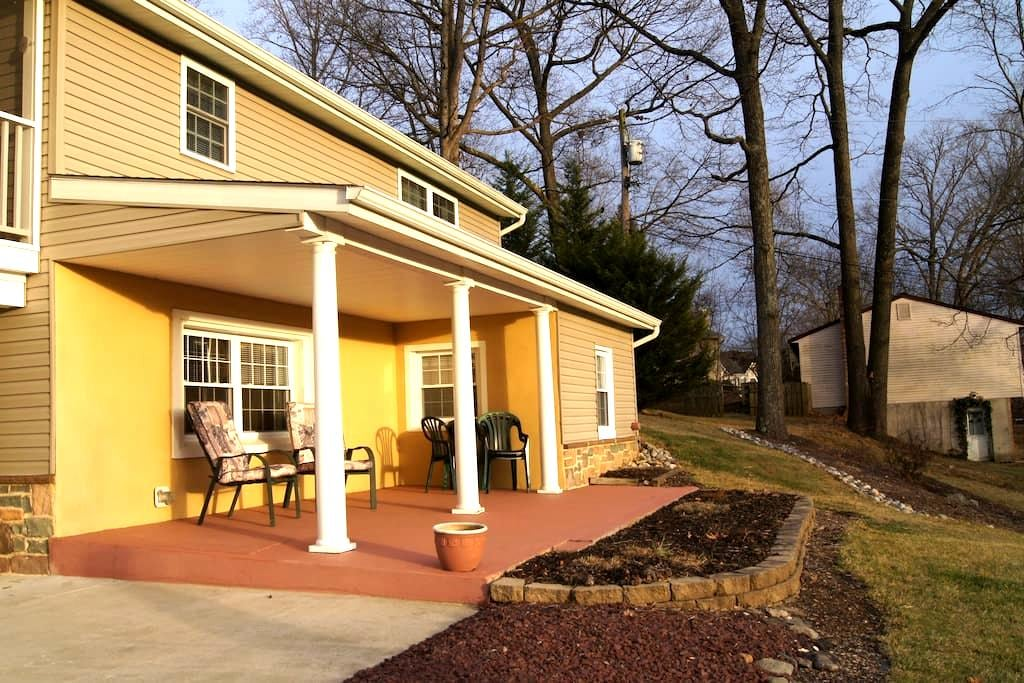 2 Bedroom Apartment in Quiet Area - Sykesville - Apartamento