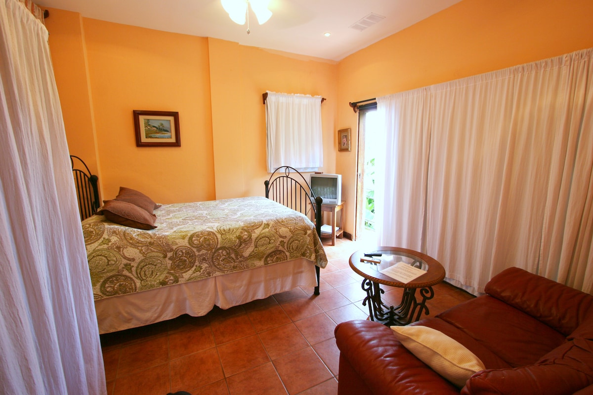 Casita Mango living/sleeping area