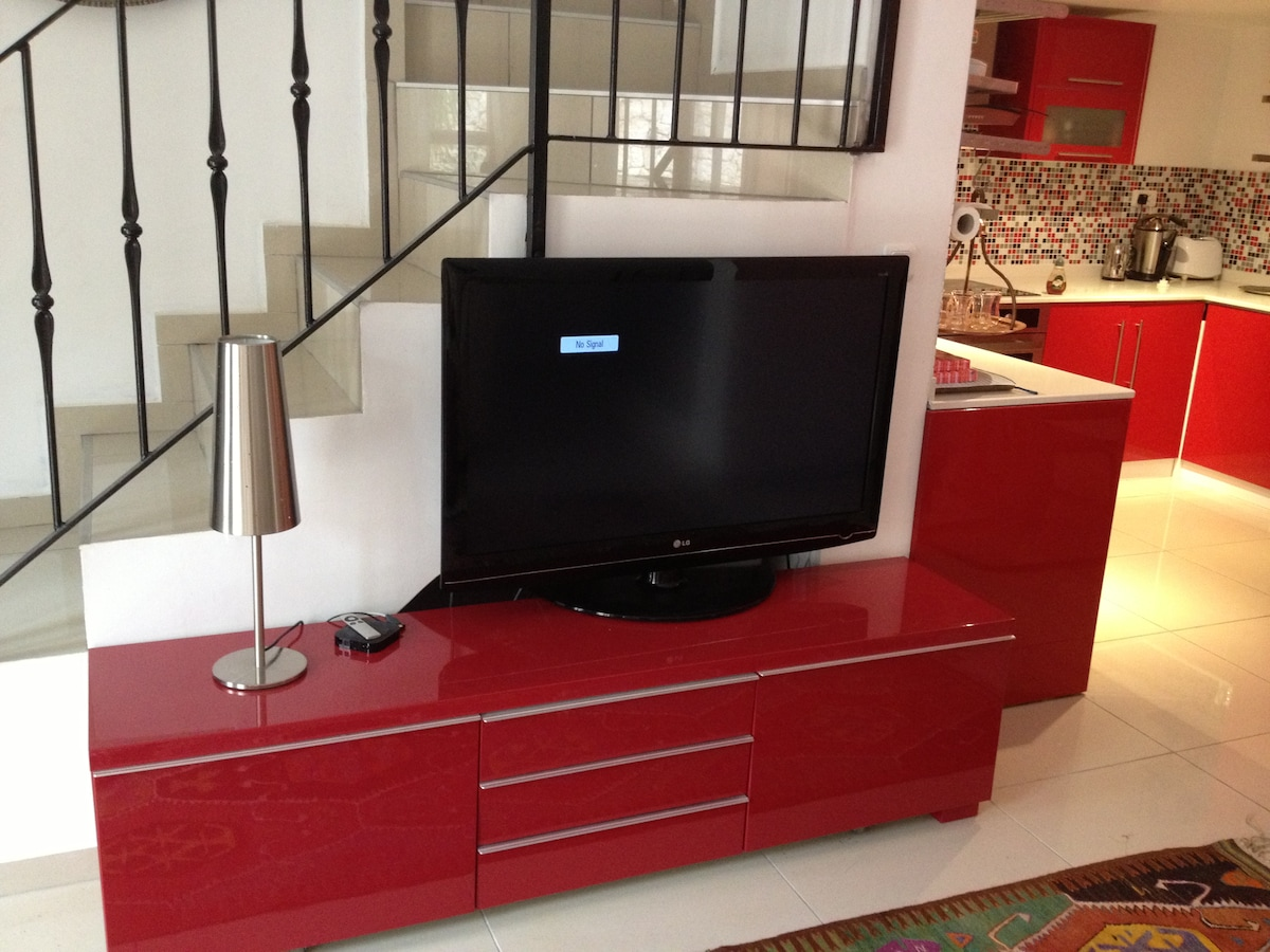 plasma screen tv with dvd and apple tv
