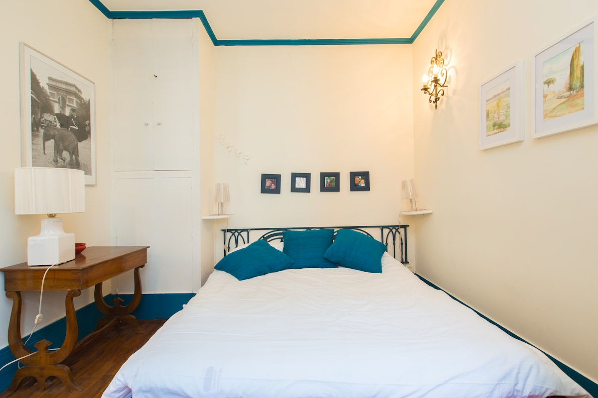 Main bedroom with a double size bed offering a great comfort aftera long day of exploring in Paris