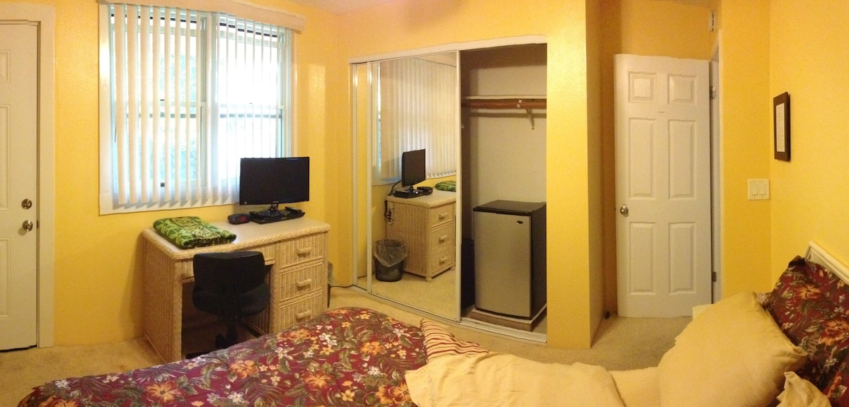 Kulikuli room: Large window, desk/chair, HDTV w/ Blue Ray/Netflix, WIFI, Frig, &  large closet.