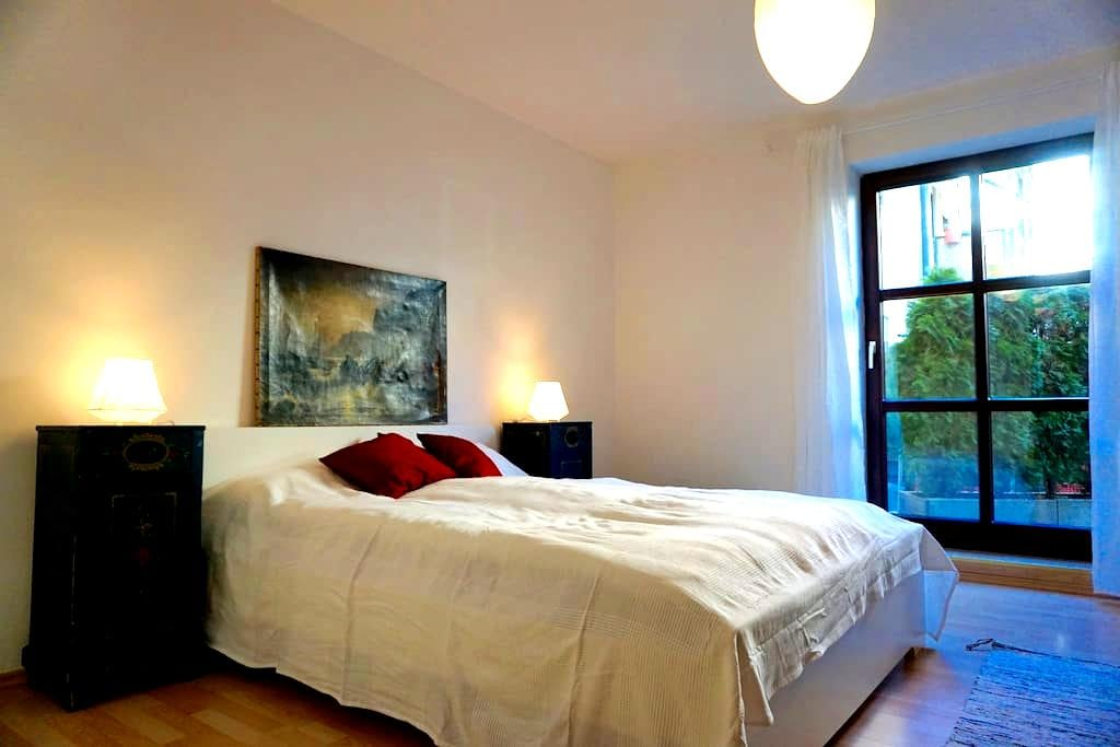 Zentrale Wohnung mit Parkplatz - Augsbourg - Appartement en résidence