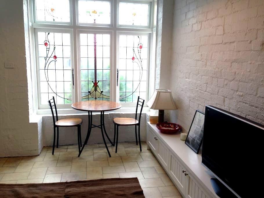Charming 1 Bed House in Albert Park - Albert Park - House