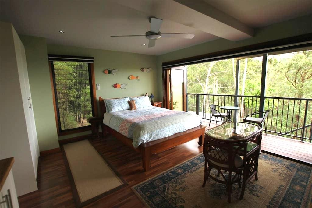 Private guest flat, views, & continental breakfast - Montville - Maison