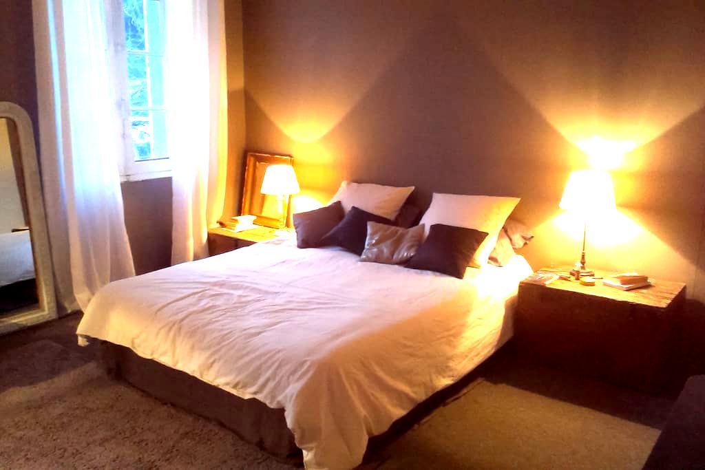 chambre de style - Figanières - Hus