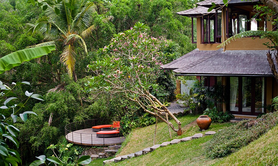 Spacious deck with view to the river stream, perfect for yoga session