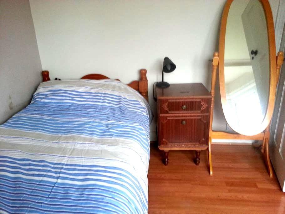 Single back room in Finchley - Lontoo - Talo