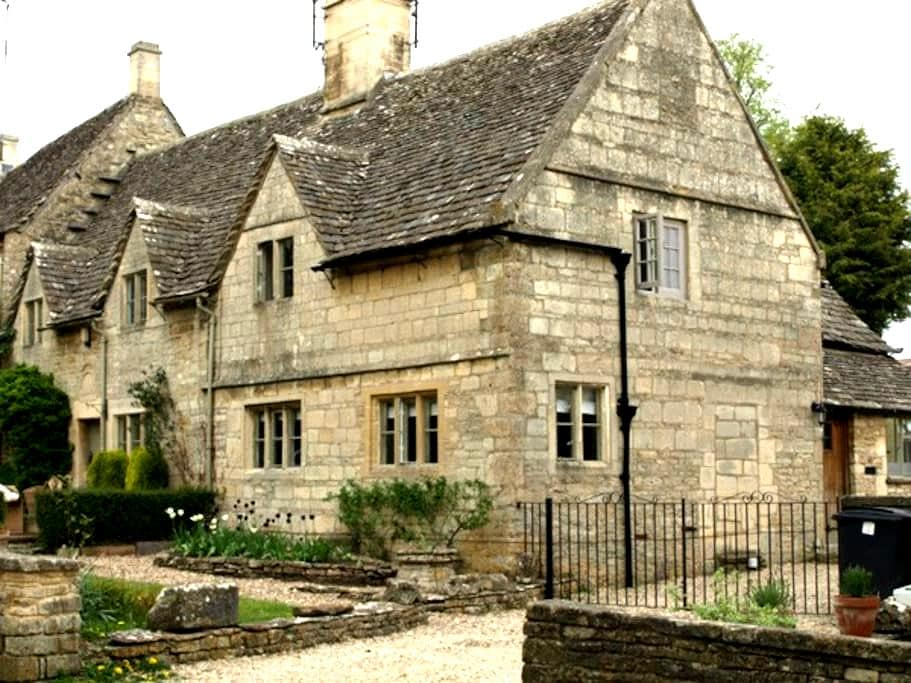 Cosy modern cottage in the Cotswold - Bibury