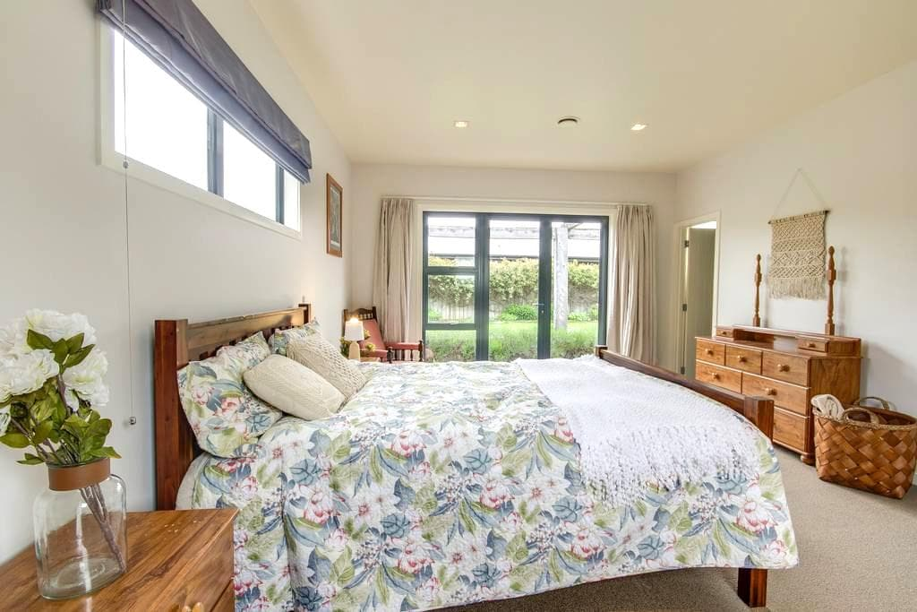 Hope Ave View Studio-Spacious,unique Ensuit - Lake Hayes Estate - Bed & Breakfast