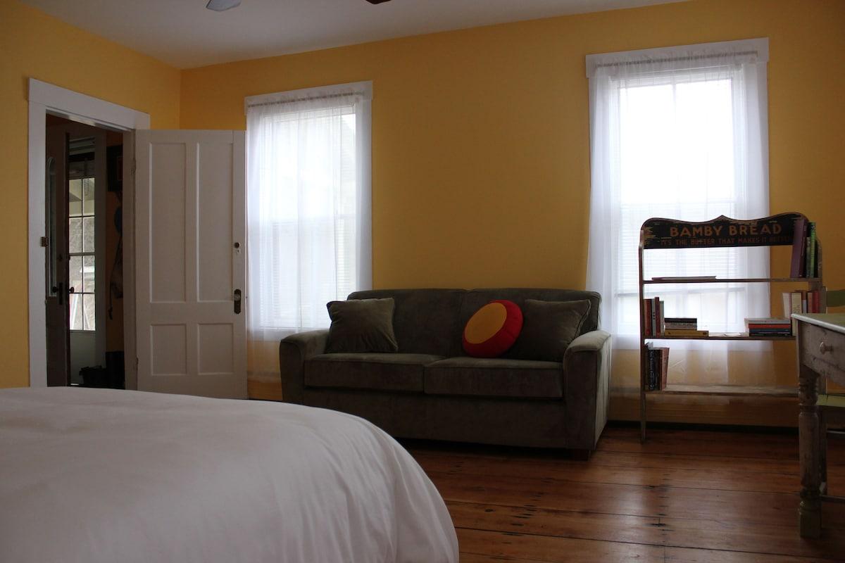 Sunny Studio Apartment in Hartland
