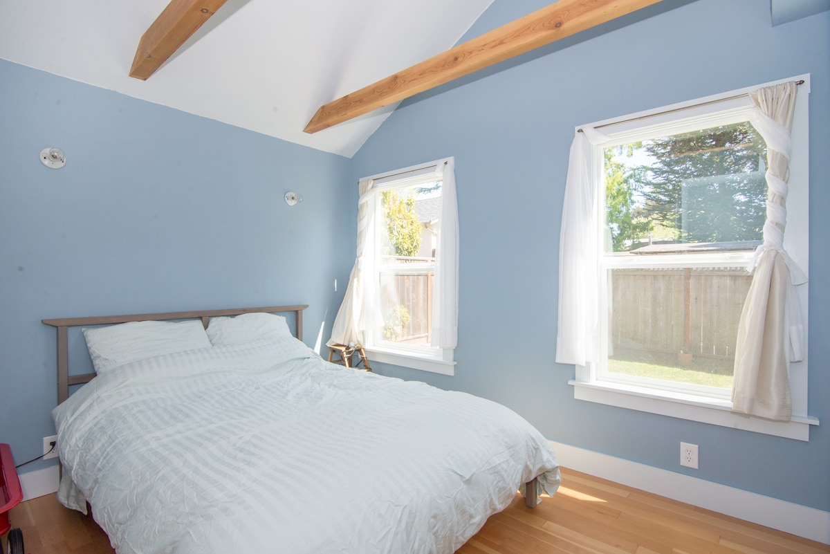 Santa Cruz Private Bedroom and Bath