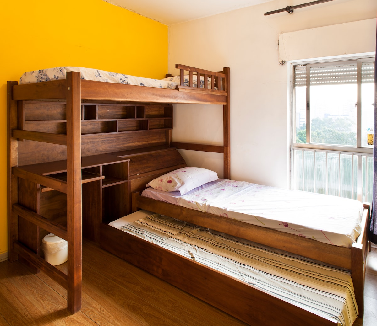 Individual room with internet 10 MB